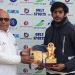एल बी शास्त्री बीआर शर्मा क्रिकेट के फ़ाइनल में